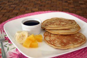 pancakes de harina de maiz coco-pina