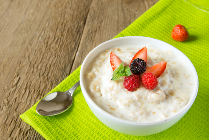 http://www.dreamstime.com/stock-photography-oatmeal-porridge-berries-fresh-hot-porrige-mint-napking-wooden-table-close-up-horizontal-copy-space-healthy-image32866932