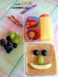 Sandwich con mantequilla de mani y uvas[6]
