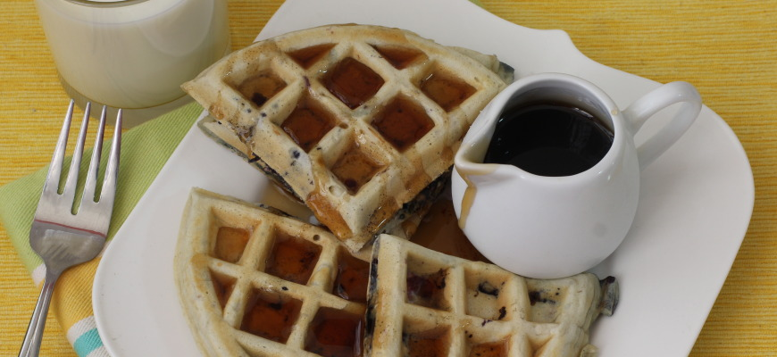 Waffles de avena integral con chia y blueberries