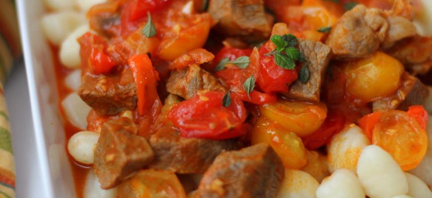 Ñoquis con salsa roja