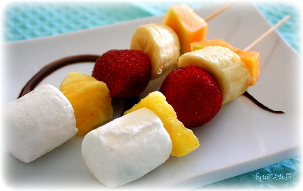 pinchitos de frutas